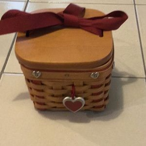 2002 sweetheart basket with liner